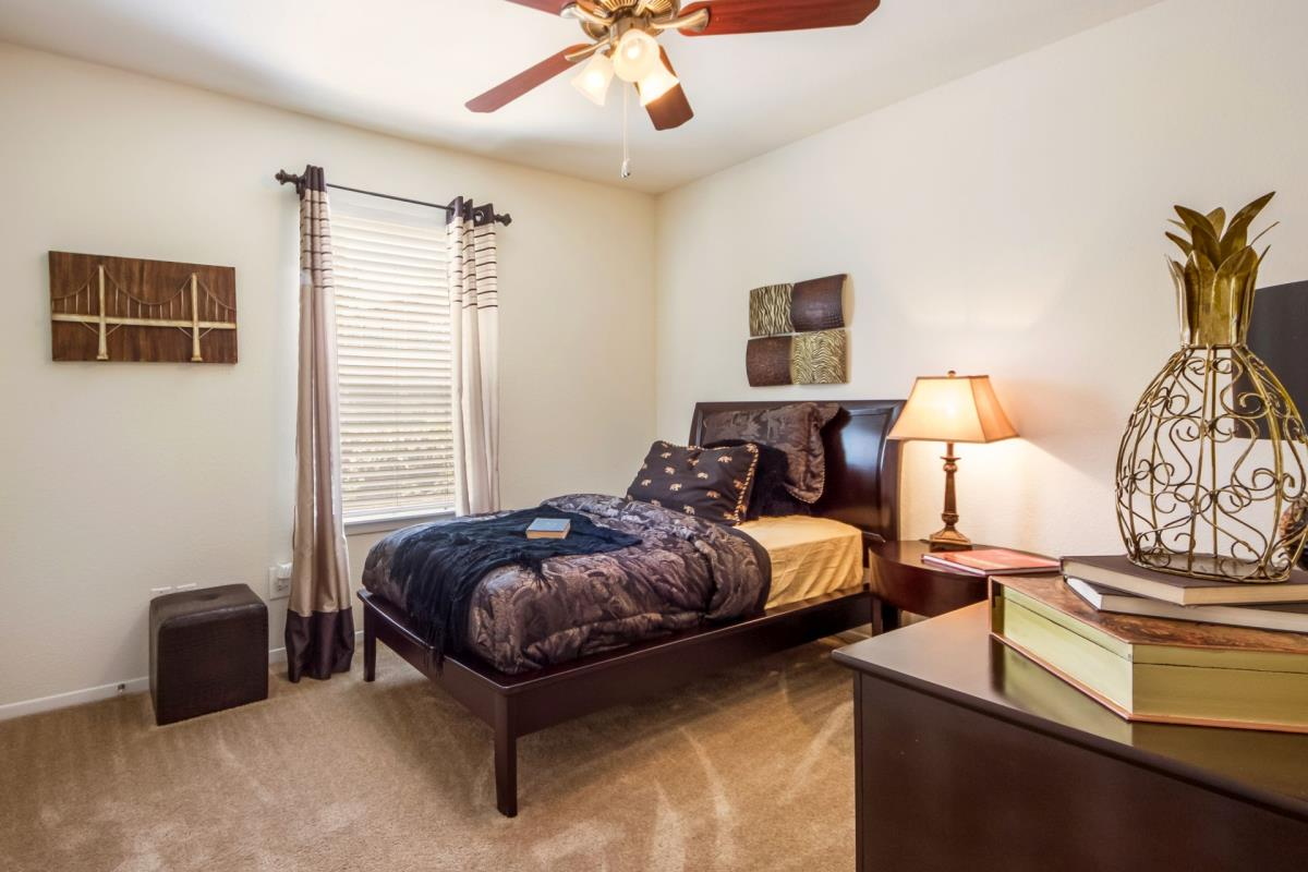 Bedroom at Listing #137952