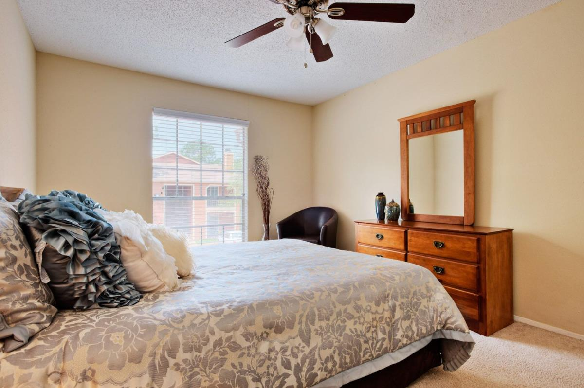 Bedroom at Listing #137306