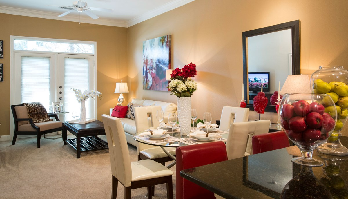 Dining at Listing #140119