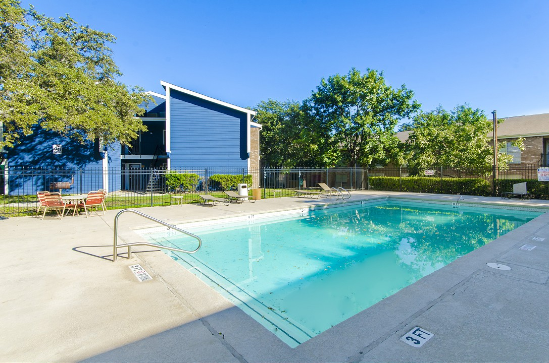 Pool at Listing #141077