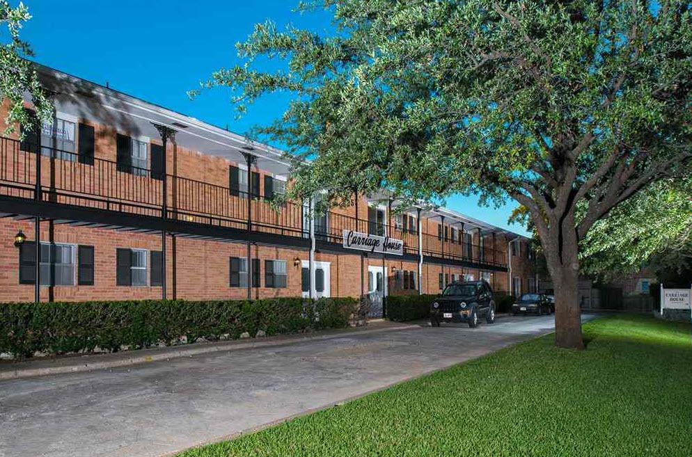 Carriage House Apartments Dallas, TX