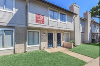 Exterior at Listing #139495