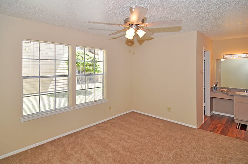 Bedroom at Listing #135946