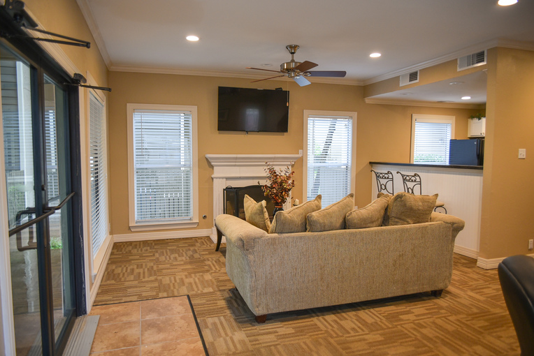 Lounge at Listing #137526