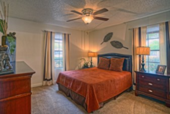 Bedroom at Listing #141298