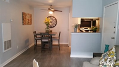 Dining at Listing #138772