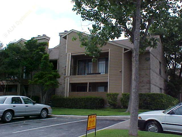 Exterior 3 at Listing #140919