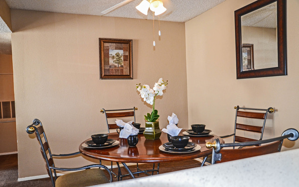 Dining at Listing #136778