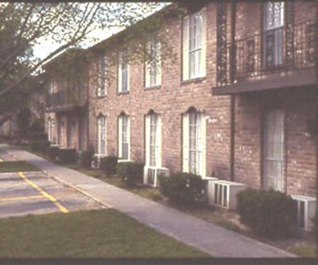 Leawood Plaza Apartments