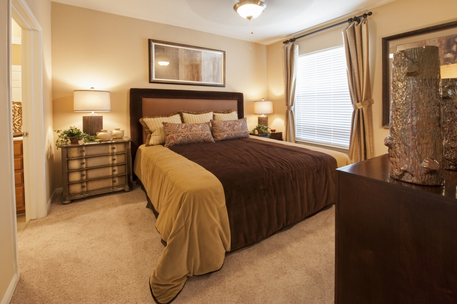 Bedroom at Listing #144215