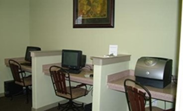 Business Center at Listing #145732