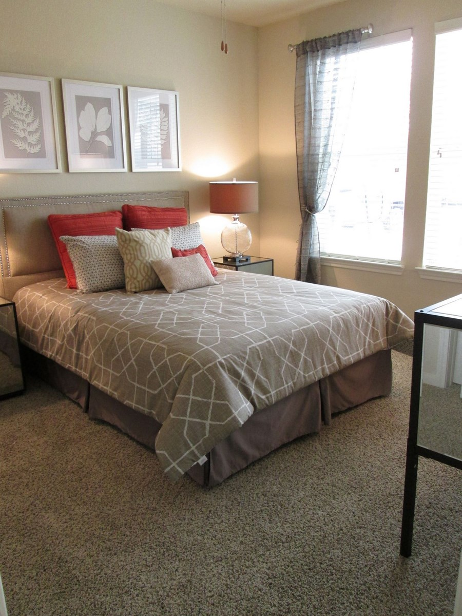 Bedroom at Listing #255774