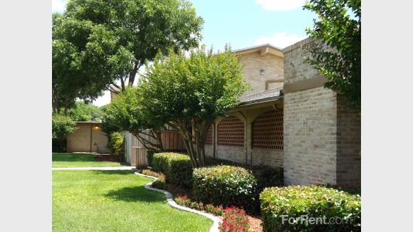 Exterior at Listing #140934