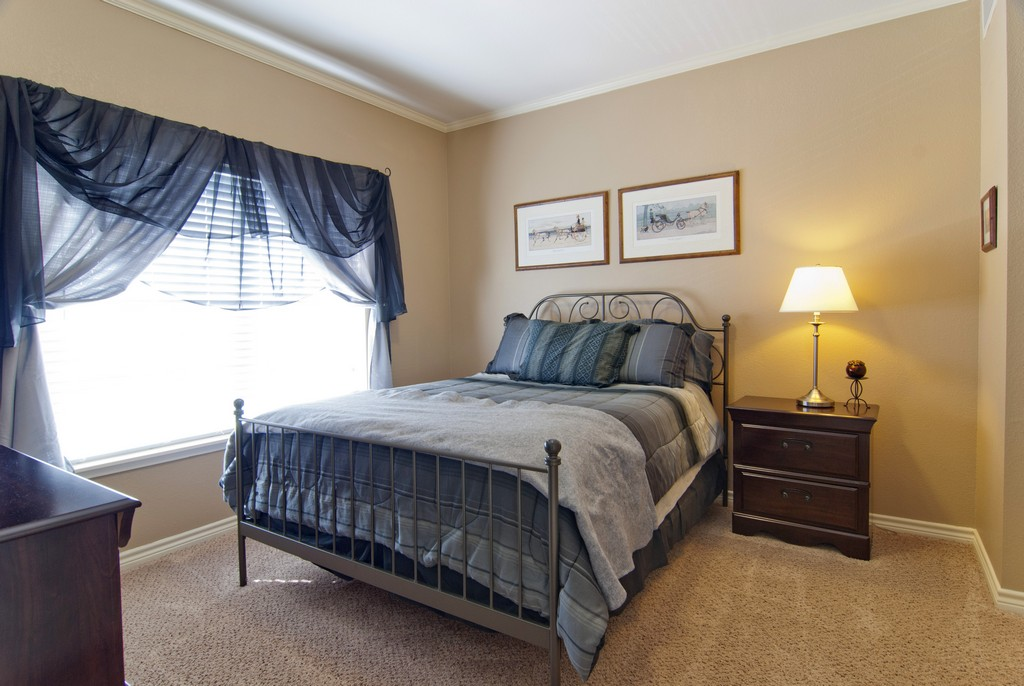 Bedroom at Listing #137965