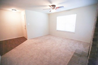 Living Room at Listing #140437