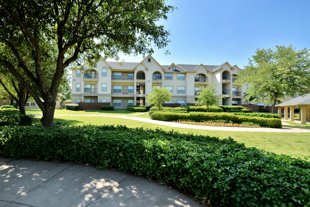 Exterior at Listing #138061
