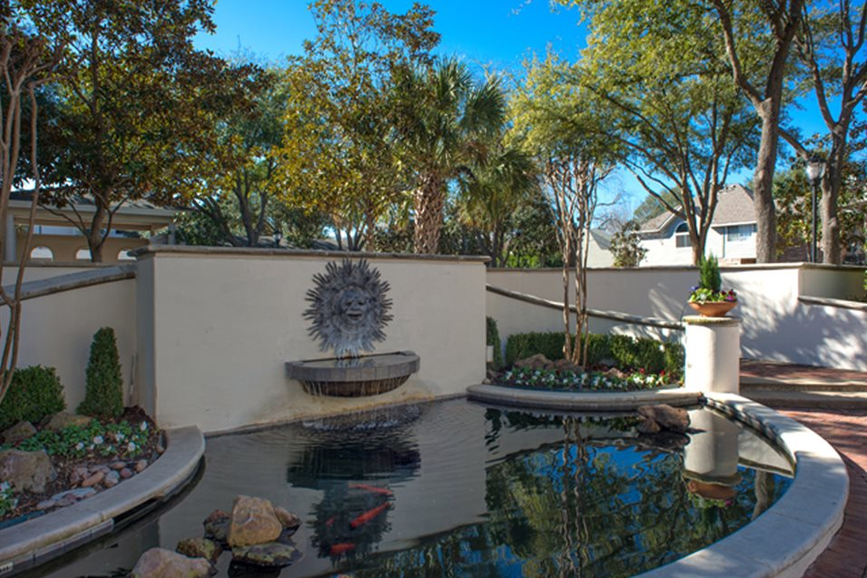 Exterior at Listing #137586