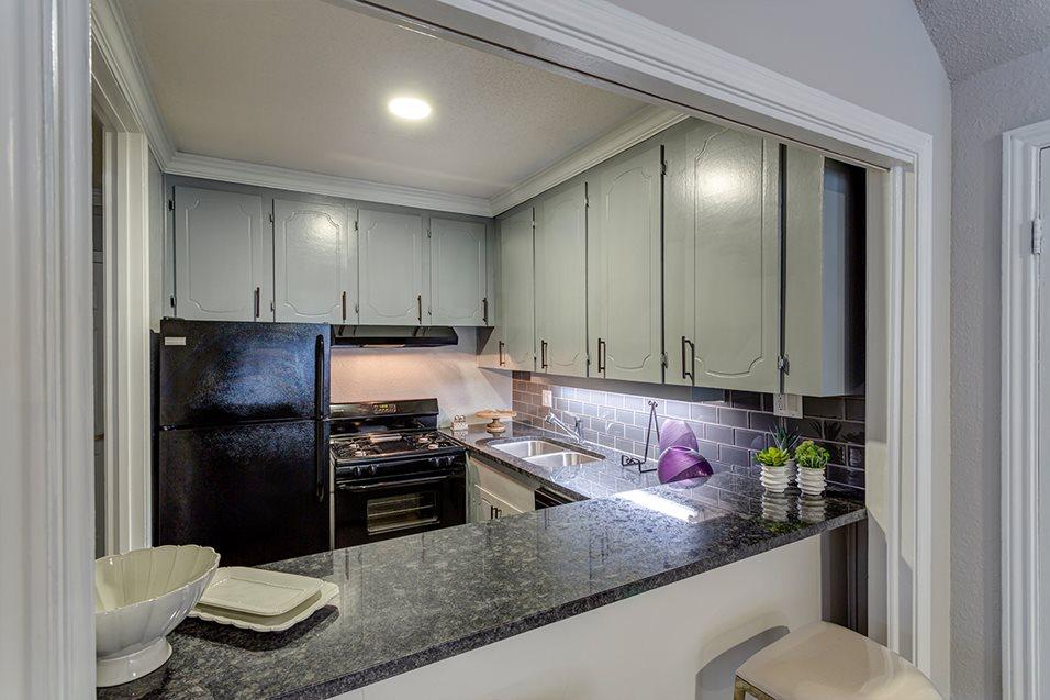 Kitchen at Listing #138768