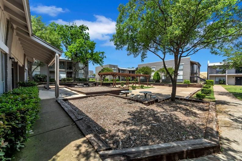 Mission Pointe Club Apartments