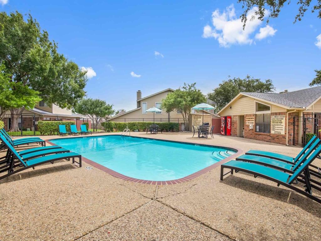 Pool at Listing #136278