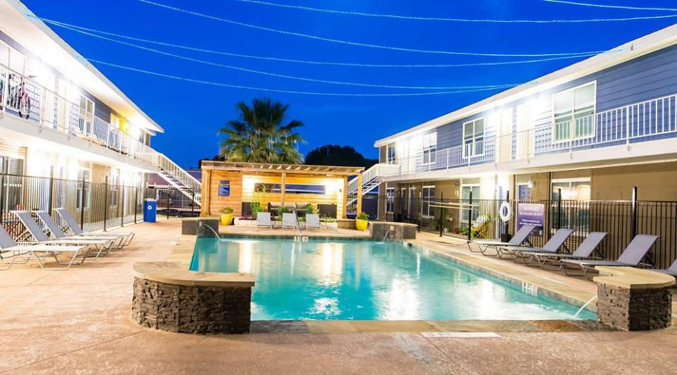 Pool at Listing #140324