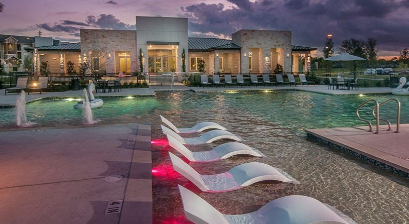 Pool at Listing #286605