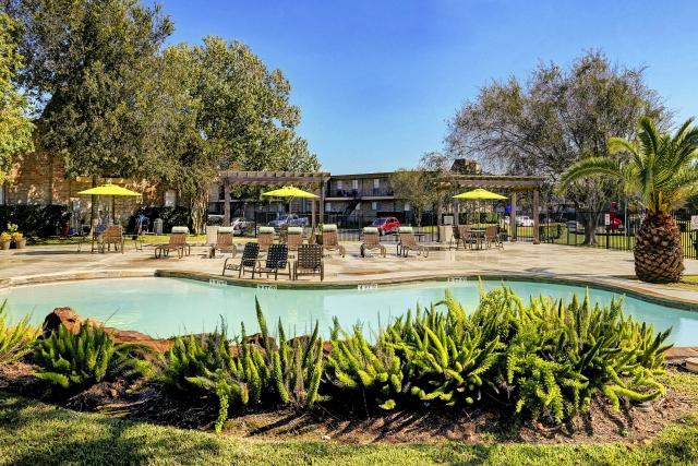Pool at Listing #138404