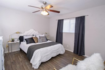 Bedroom at Listing #140852