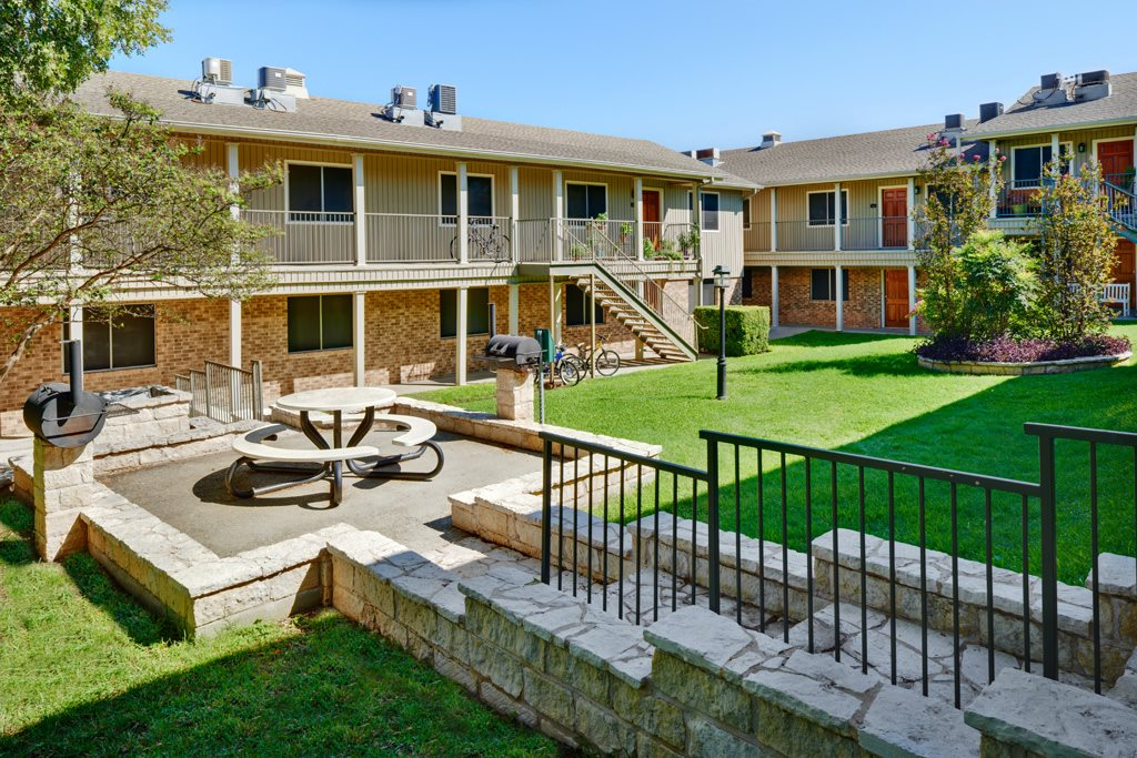 Picnic Area at Listing #140246