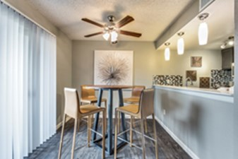 Dining at Listing #136724
