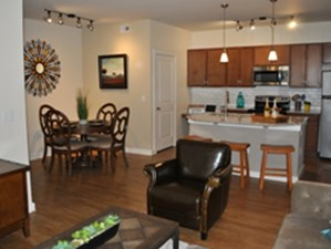 Dining at Listing #146124