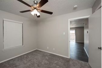Bedroom at Listing #136206