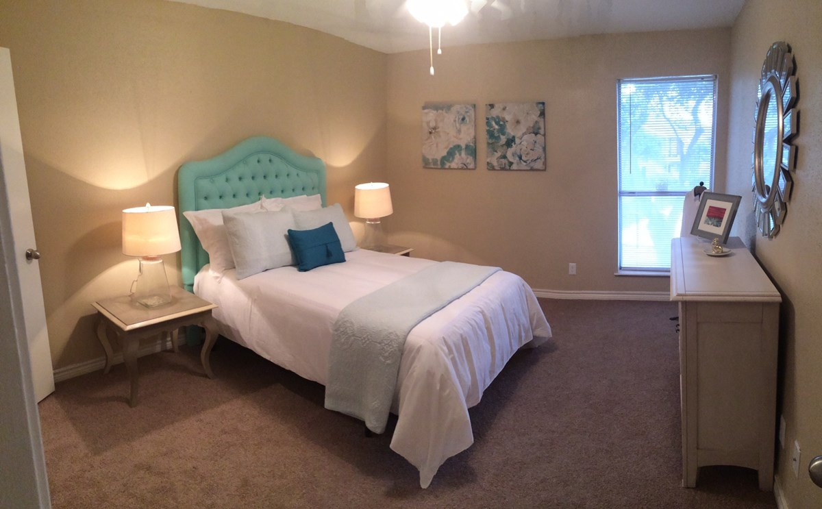 Bedroom at Listing #139324