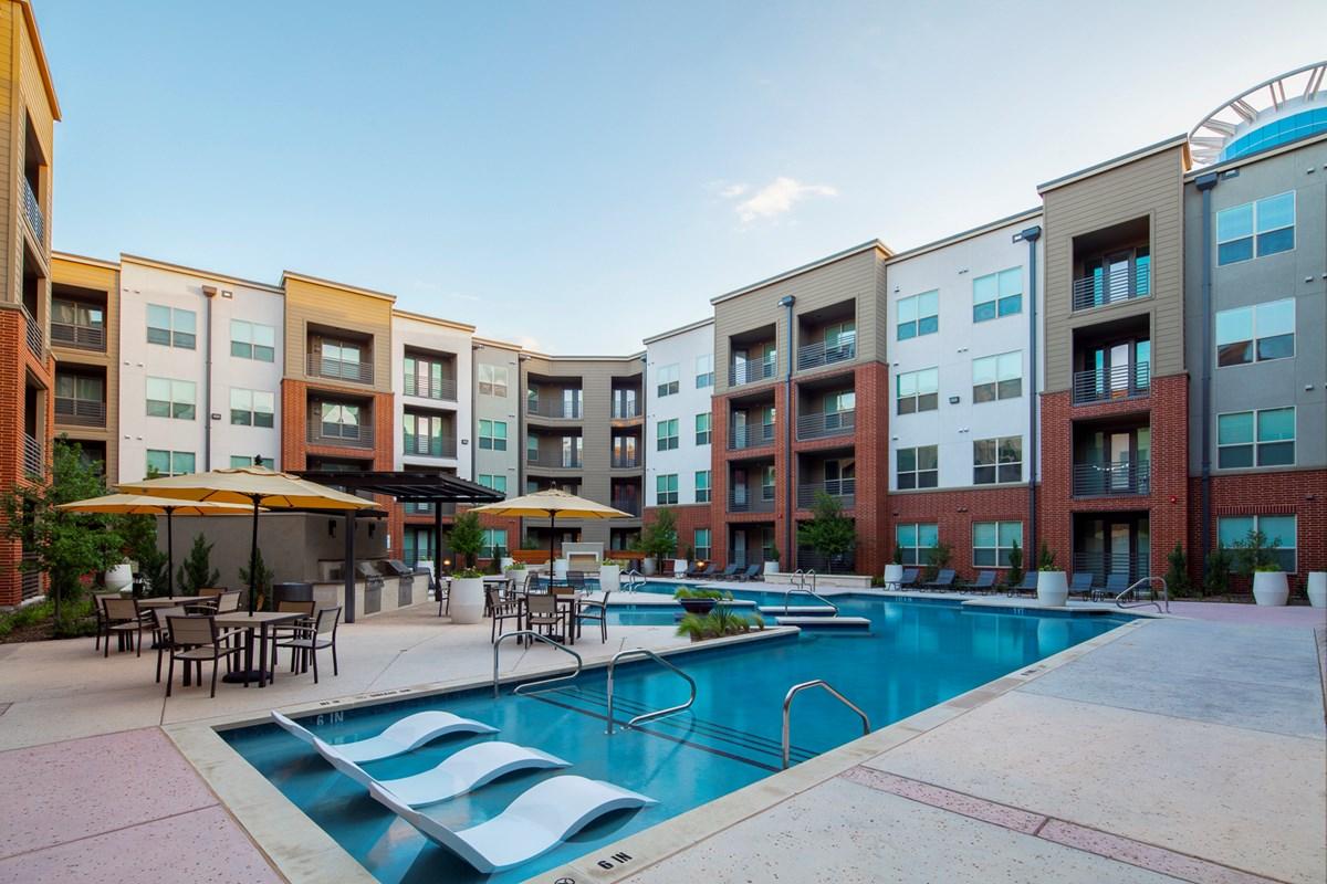 Pool at Listing #279105