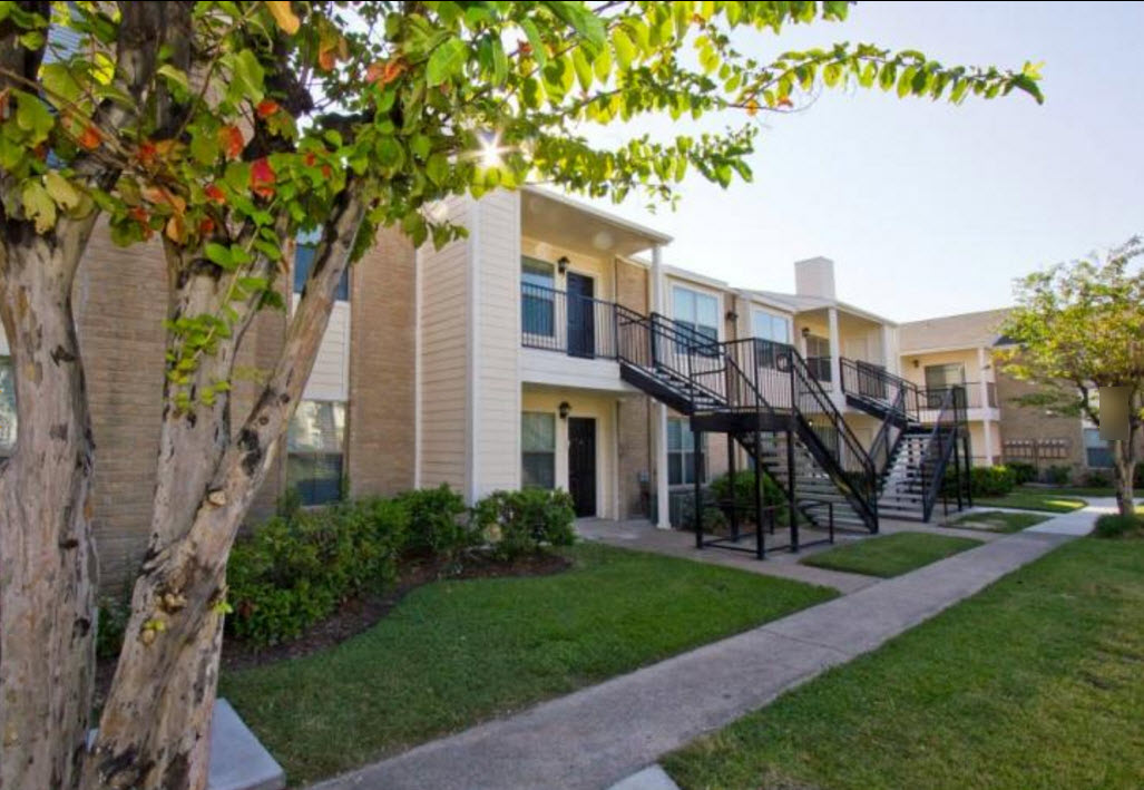 Exterior at Listing #139403