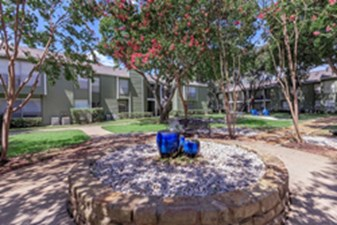 Courtyard at Listing #135780