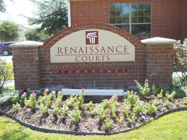 Renaissance Courts Apartments Denton TX