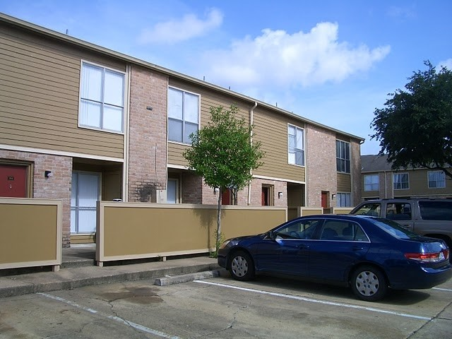 Exterior 2 at Listing #139862