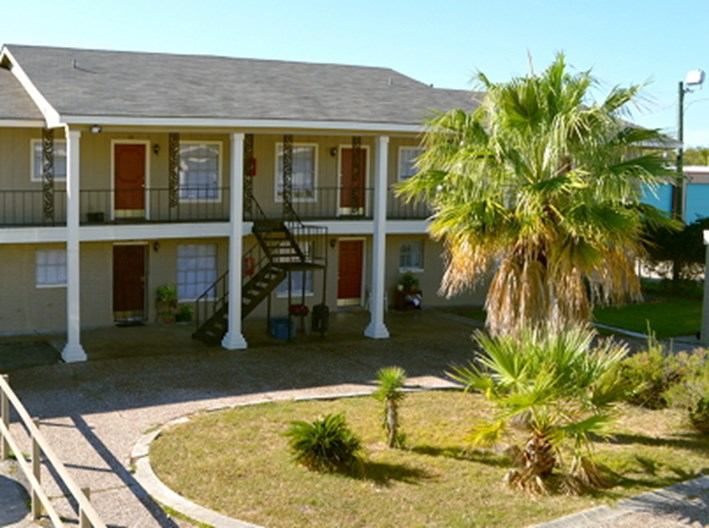Gulf Breeze Apartments
