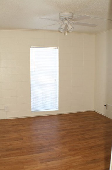 Bedroom at Listing #144072