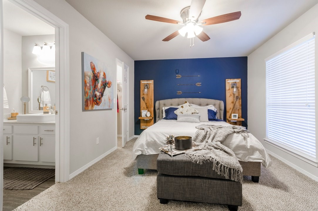Bedroom at Listing #137721