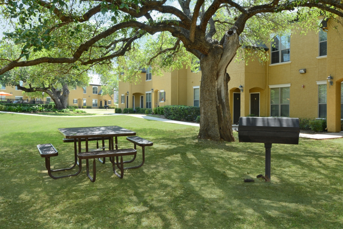 Picnic Area at Listing #144523