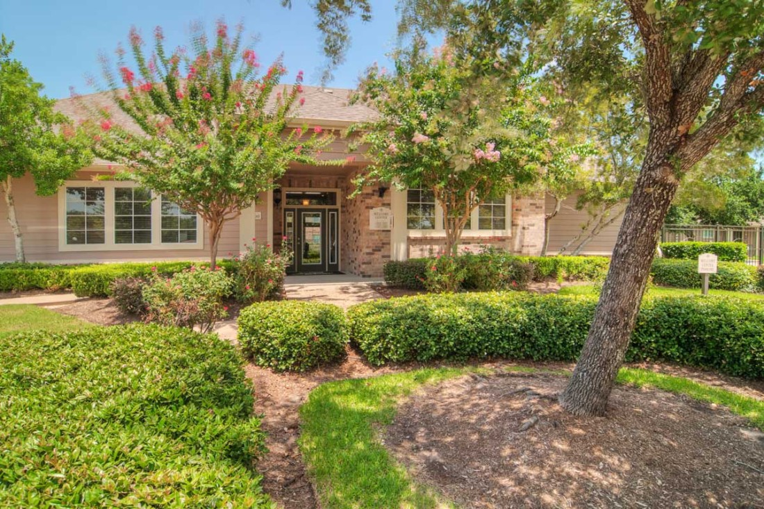 Highland Meadow Village Apartments Houston TX