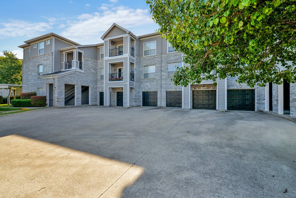 Exterior at Listing #137686