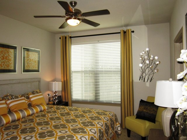 Bedroom at Listing #245771