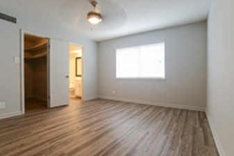 Bedroom at Listing #140584