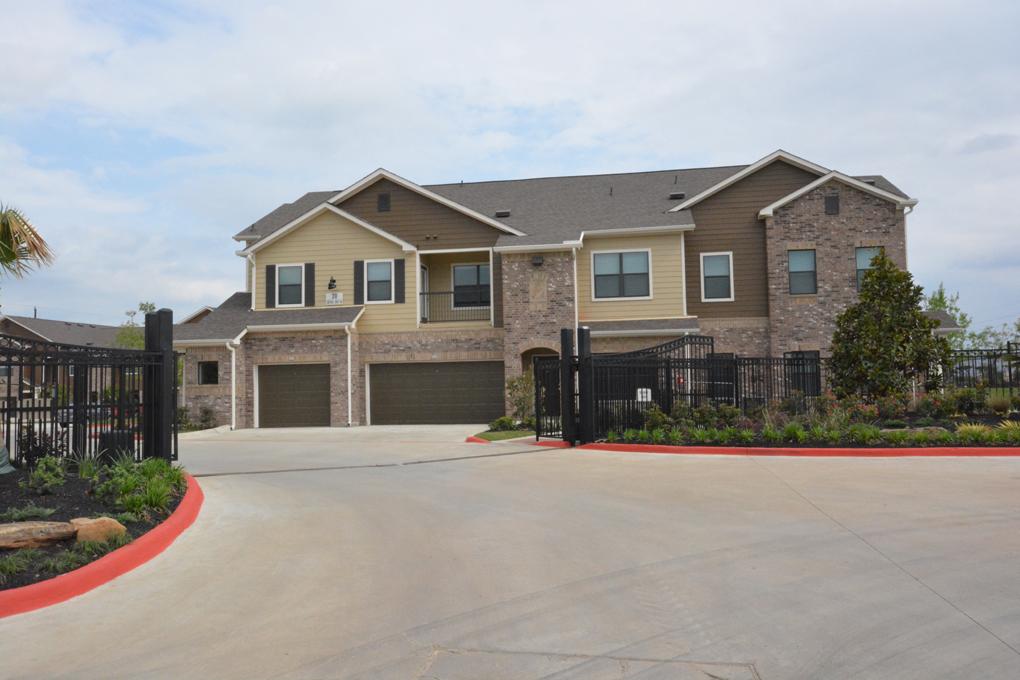 Avenues at Cypress Apartments , TX
