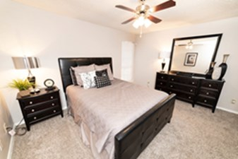 Bedroom at Listing #135753