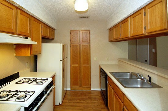 Kitchen at Listing #140300