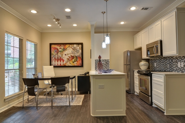Dining at Listing #136264